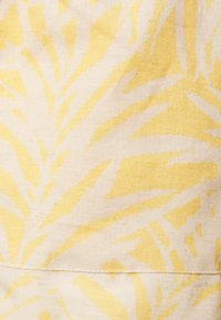 Envie de Fraise - Shorts - white/yellow - 2