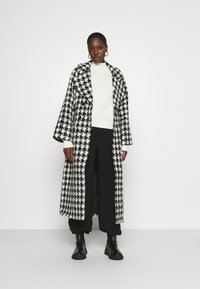 Gestuz - UNNAGZ COAT - Classic coat - black/white - 1