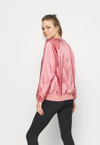 Under Armour - RECOVER SHINE CREW - Sweatshirt - stardust pink - 2