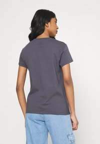 Levi's® - THE PERFECT TEE - T-shirt con stampa - blackened - 2