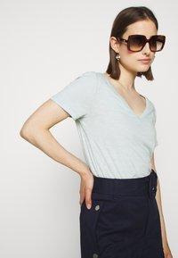 J.CREW - VINTAGE V NECK TEE - Basic T-shirt - faded mint - 3