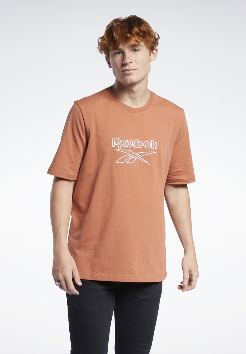 Reebok Classic - VECTOR TEE - T-shirt con stampa - baked earth