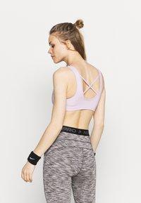 Nike Performance - BRA - Sport-bh met medium support - iced lilac/light violet - 2