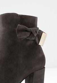 Carvela Comfort - RHONA - Korte laarzen - grey - 2