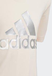 adidas Performance - G A.R. GLAM TEE - Triko spotiskem - pnktin/silvmt - 5
