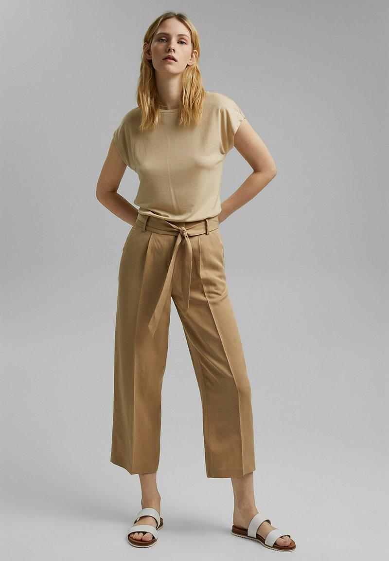 Esprit Collection - MIT BINDEGÜRTEL - Trousers - sand