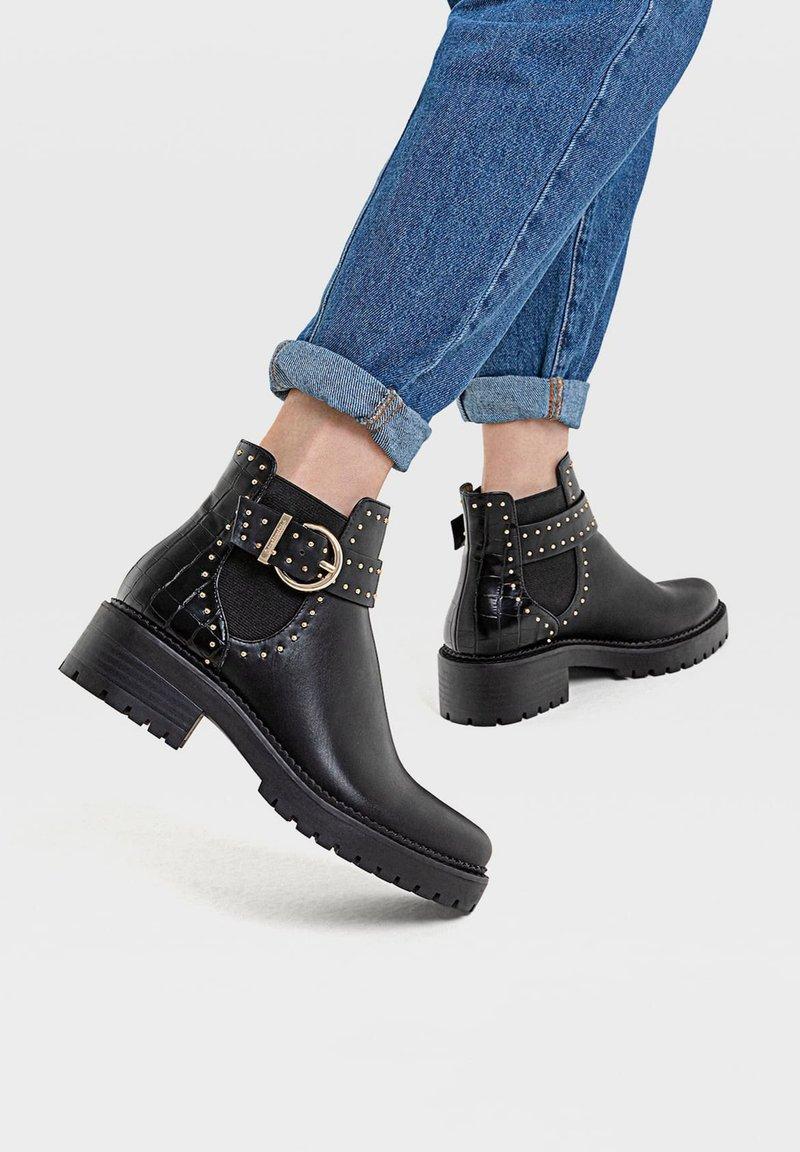 Stradivarius - MIT NIETEN UND PROFILSOHLE - Ankle boots - black