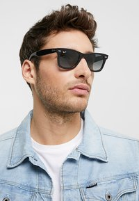 Ray-Ban - 0RB2140 ORIGINAL WAYFARER - Sunglasses - top grey on havana - 1