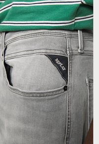 Replay - ANBASS HYPERFLEX - Slim fit jeans - medium grey - 4