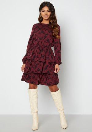 ASTRID FLOUNCE - Jersey dress - bordeaux