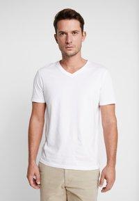 Pier One - 3 PACK  - T-shirt basic - white - 1