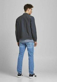 Jack & Jones - CLARK ORIGINAL - Jeans Straight Leg - blue denim - 2