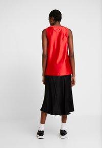 Nike Sportswear - Top - university red/metallic gold - 2