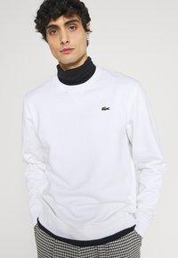 Lacoste - Sweatshirt - blanc - 3