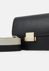 Seidenfelt - TROSA - Across body bag - black - 4