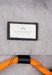 Doughnut - Rucksack - grey x black - 5