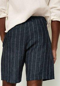 Mango - Shorts - dunkles marineblau - 5