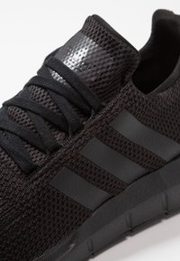 adidas Originals - SWIFT RUN - Trainers - core black/footwear white - 5