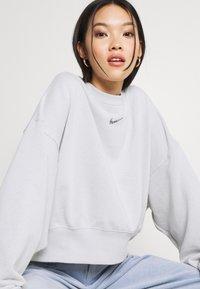 Nike Sportswear - CREW - Sudadera - platinum tint - 3