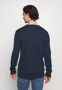 Tommy Jeans - ESSENTIAL CREW NECK UNISEX - Sweter - twilight navy - 2