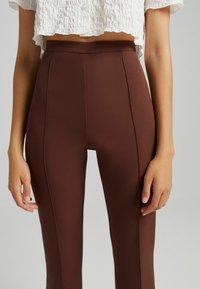 Bershka - FLARE - Kalhoty - brown - 3