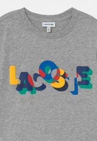 Lacoste - Print T-shirt - argent/multicolor - 2