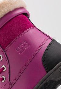 UGG - BUTTE  - Zimní obuv - fuchsia - 2