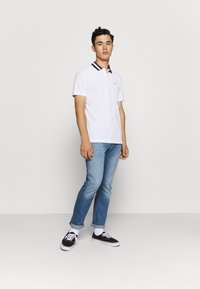 Tommy Jeans - FLAG NECK  - Poloshirt - white - 1