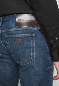 Emporio Armani - POCKETS PANT - Jeans Tapered Fit - blue denim - 4