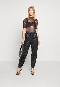 Missguided - PRIDE PRINTED BODYSUIT - T-shirts med print - black - 1