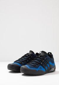 adidas Performance - TERREX SWIFT SOLO - Klatresko - collegiate navy/core black/blue - 2