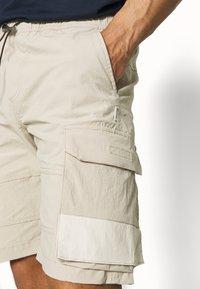 Jack & Jones - JJIROSS JJCARGO - Shorts - pure - 4