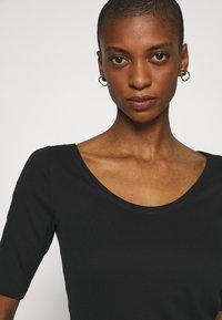 GAP - MOD BALLET - Basic T-shirt - true black - 5