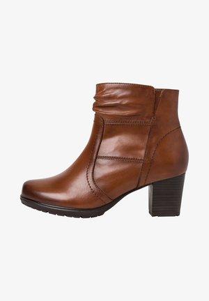 STIEFELETTE - Kotníková obuv - cognac