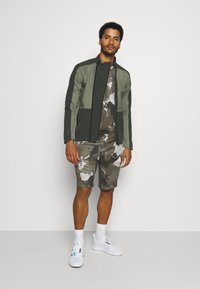 adidas Performance - AEROREADY TRAINING SHORT SLEEVE TEE - T-shirt print - feather grey - 1