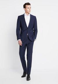 Seidensticker - SLIM SPREAD PATCH - Camisa elegante - weiß/grau - 1