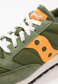 Saucony - JAZZ VINTAGE - Sneaker low - green/mustard - 2