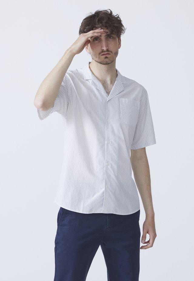HUGO CUBA - Skjorter - off-white