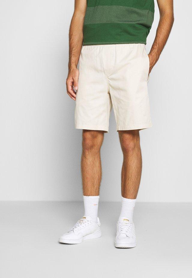 LIGHT PANTS - Shorts - sand