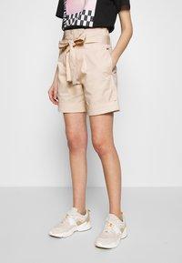 Calvin Klein - PAPER BAG WAISTED - Shorts - white smoke - 0