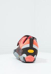 Vibram Fivefingers - Chaussures d'entraînement et de fitness - black/coral/grey - 1