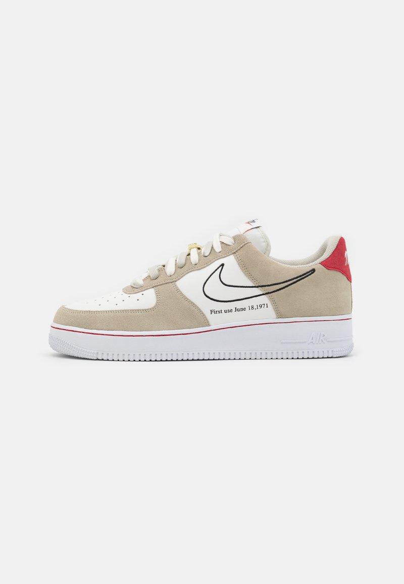 Nike Sportswear - AIR FORCE 1 '07 - Sneakersy niskie - light stone/black/sail/university red/team orange/white