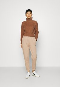 Third Form - OWN BEAT CHUNKY TURTLENECK - Jumper - nutmeg - 1