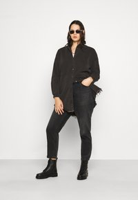 Missguided Plus - OVERSIZED - Button-down blouse - black - 1