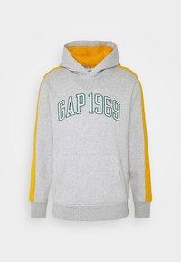 GAP - RACER LOGO - Bluza z kapturem - grey heather - 4