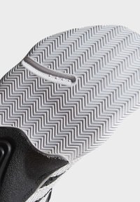 adidas Performance - HARDEN STEPBACK SHOES - Basketbalschoenen - black - 5