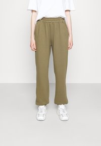 DESIGNERS REMIX - WILLIE PRINTED PANTS - Tracksuit bottoms - green - 0