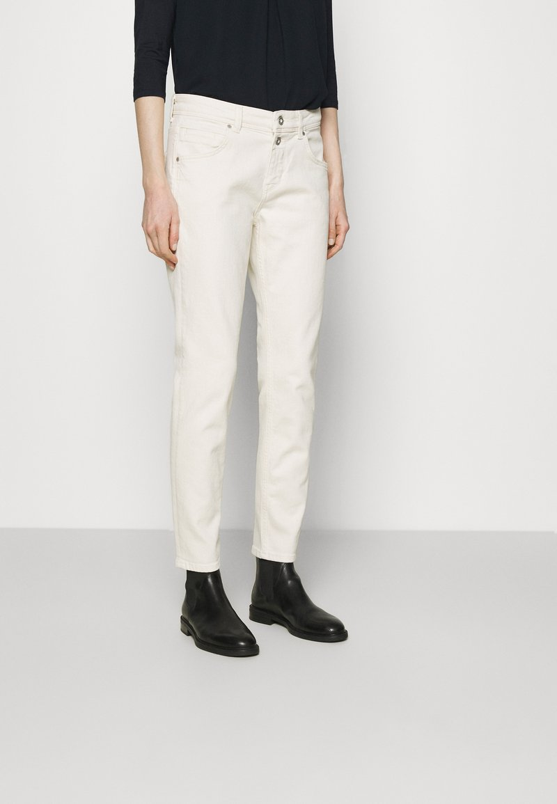 Marc O'Polo - TROUSER MID WAIST BOYFRIEND - Jeans Tapered Fit - offwhite