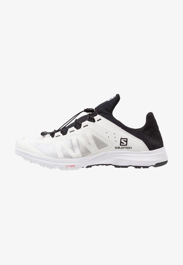 AMPHIB BOLD - Chaussures de marche - white/black