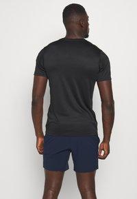 Jack & Jones Performance - JCOZSS PERFORMANCE TEE - Print T-shirt - black - 2